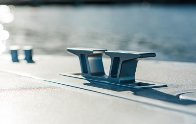 Mercedez Benz speedboat - mooring cleat