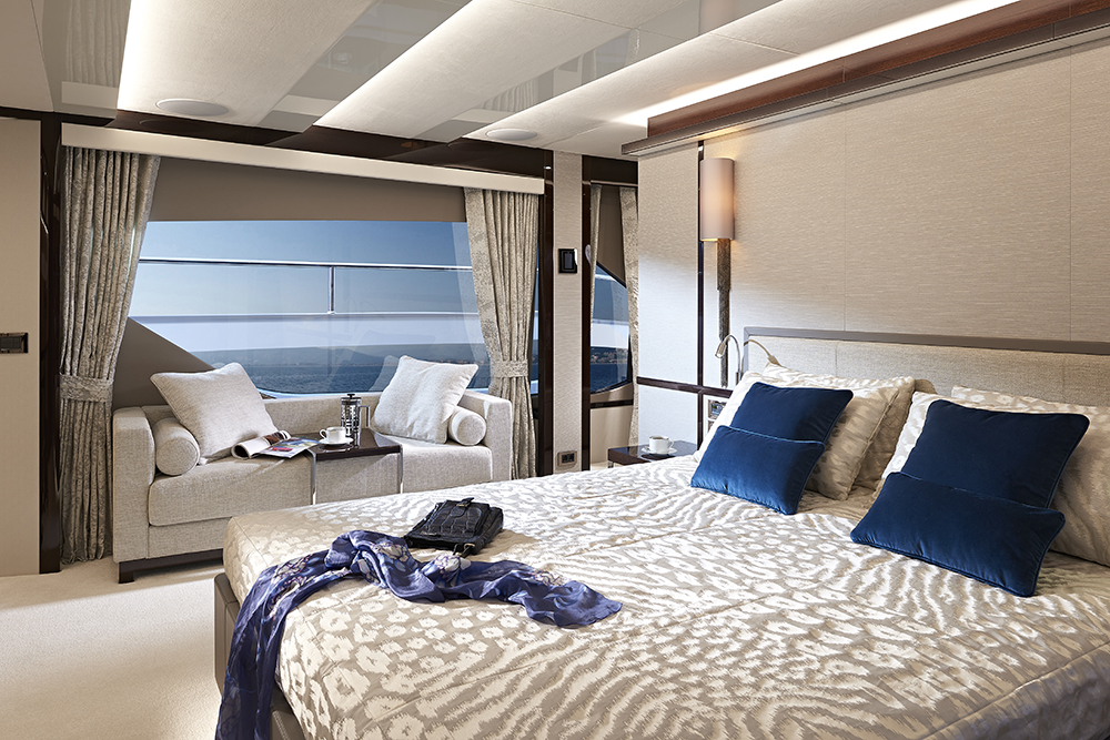 Sunseeker 95 Yacht owner's suite