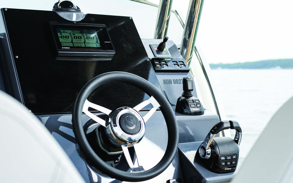 yamaha-425hp-outboard-test-helm-Interface