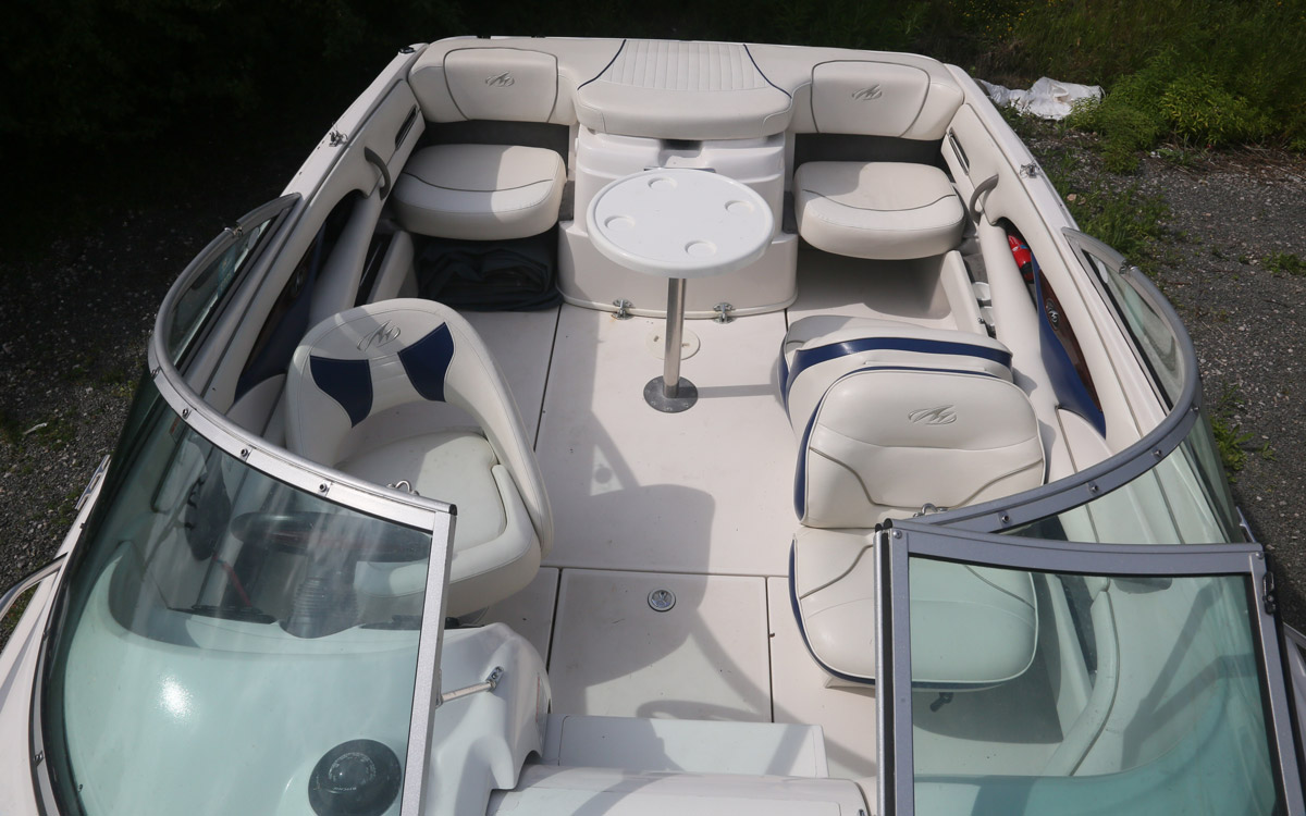 guide-des-acheteurs-occasion-démarreur-bateau-sous-20000-monterey-218-lsc-cockpit