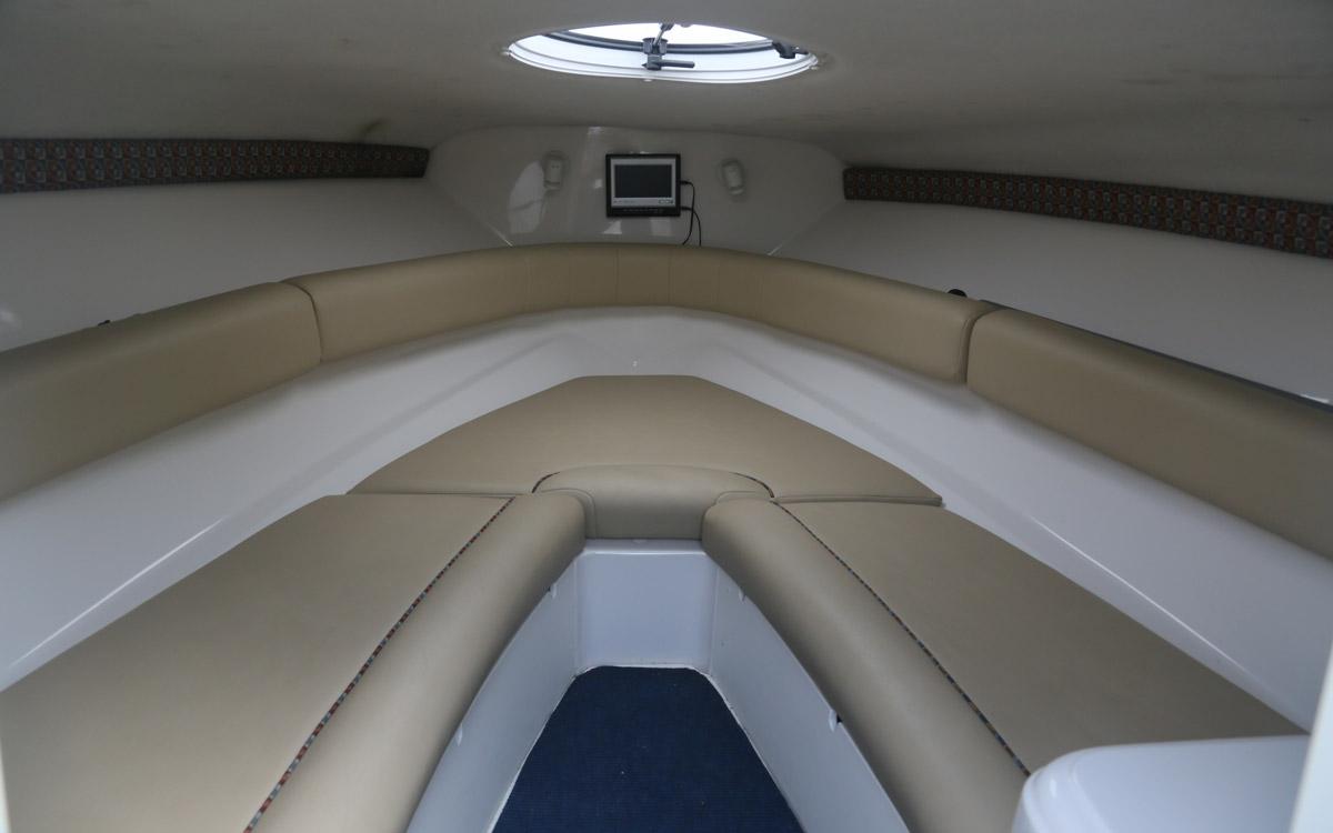 guide-des-acheteurs-d'occasion-bateau-de-démarrage-sous-20000-monterey-218lsc-interior