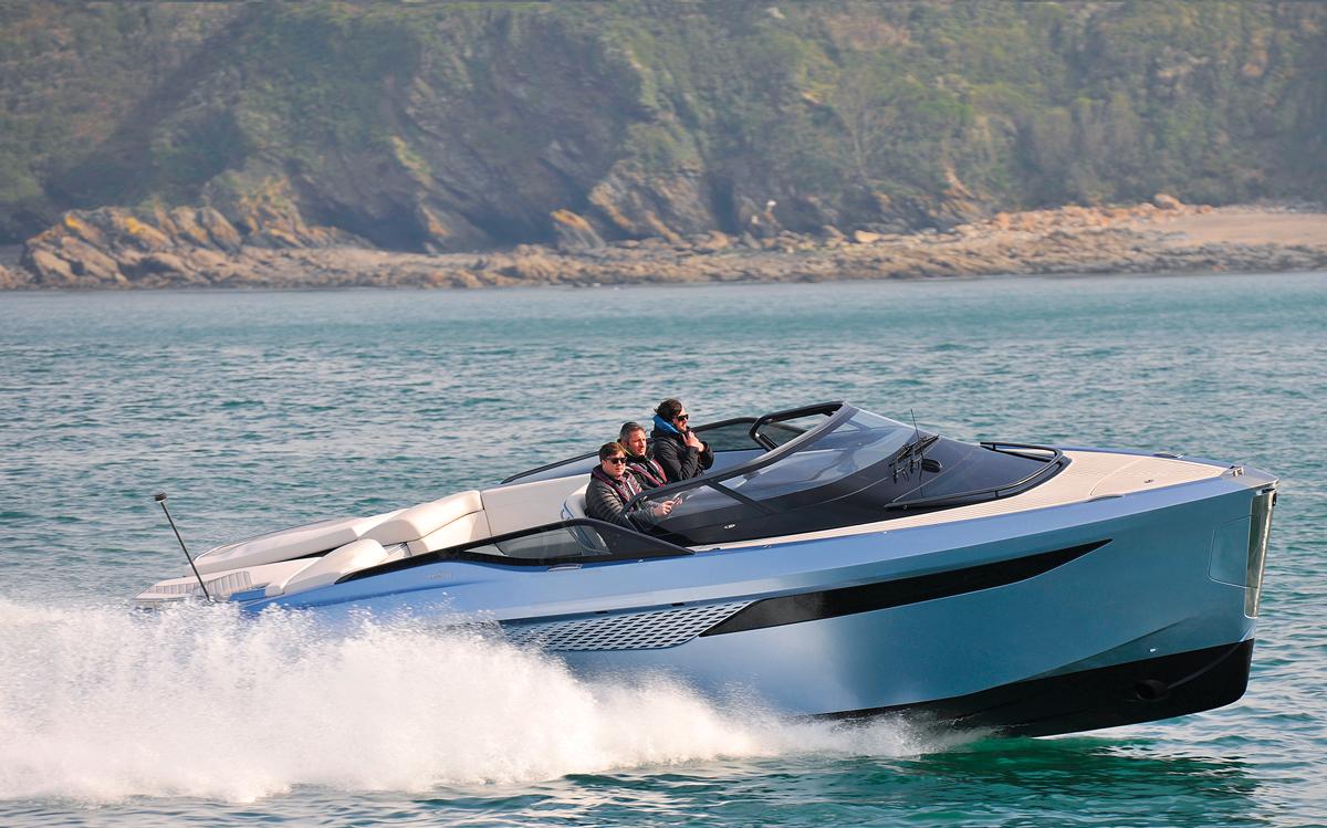 Princess-R35-full-sea-trial-test-video-credit-lester-mccarthy