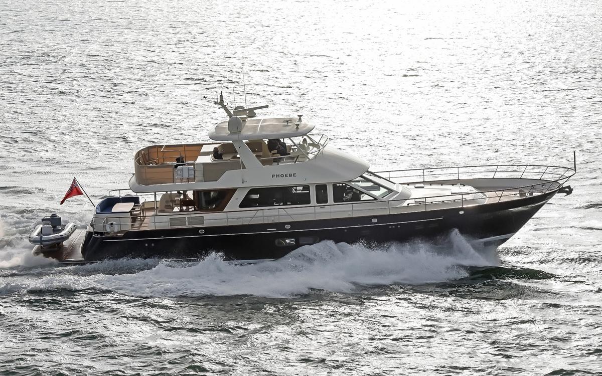 Hunt-yachts-ocean-67-running-shot
