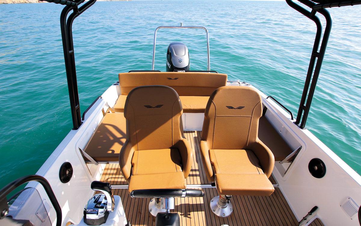 beneteau-flyer-8-sundeck-boat-test-cockpit