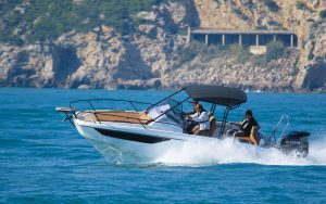 beneteau-flyer-8-sundeck-boat-test-running-shot