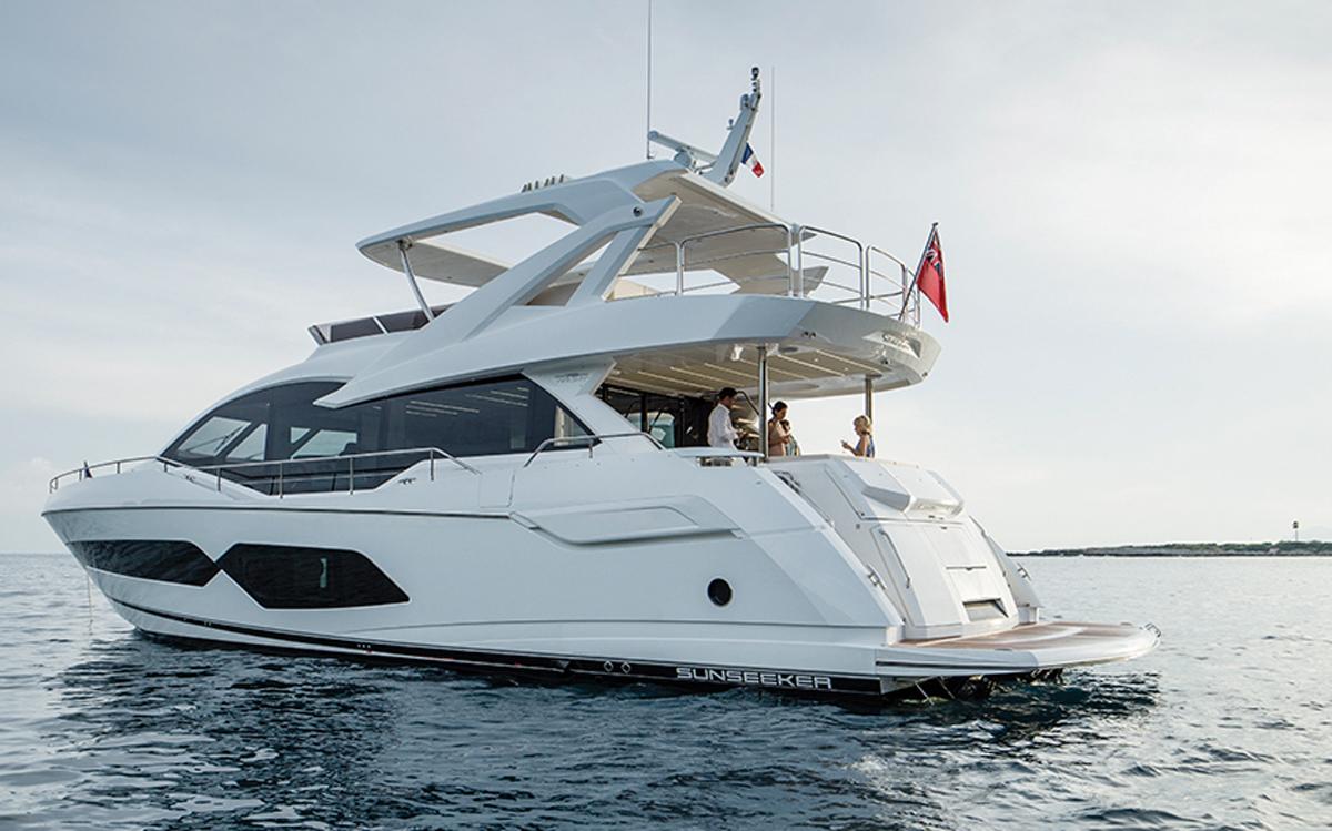 Sunseeker-76-yacht-review-anchored