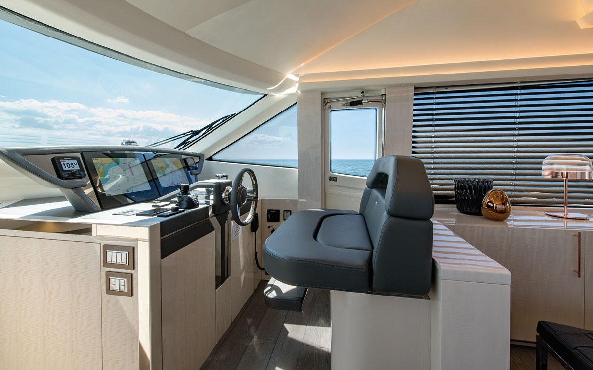 monte-carlo-yachts-66-test-helm