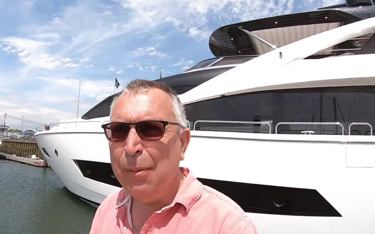 sunseeker-86-yacht-tour-aquaholic-selfie