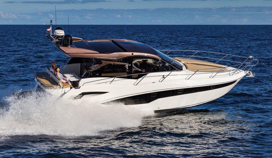 Galeon-425-HTS-new-boat-exterior-running-shot
