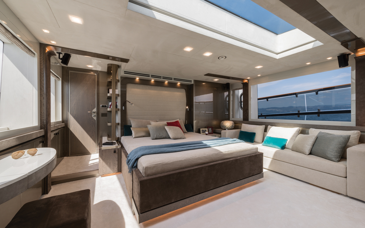 monte-carlo-yachts-mcy-96-boat-test-review-master-cabin