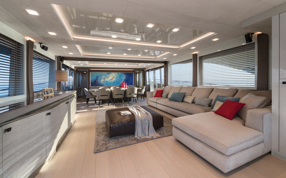 monte-carlo-yachts-mcy-96-boat-test-review-saloon