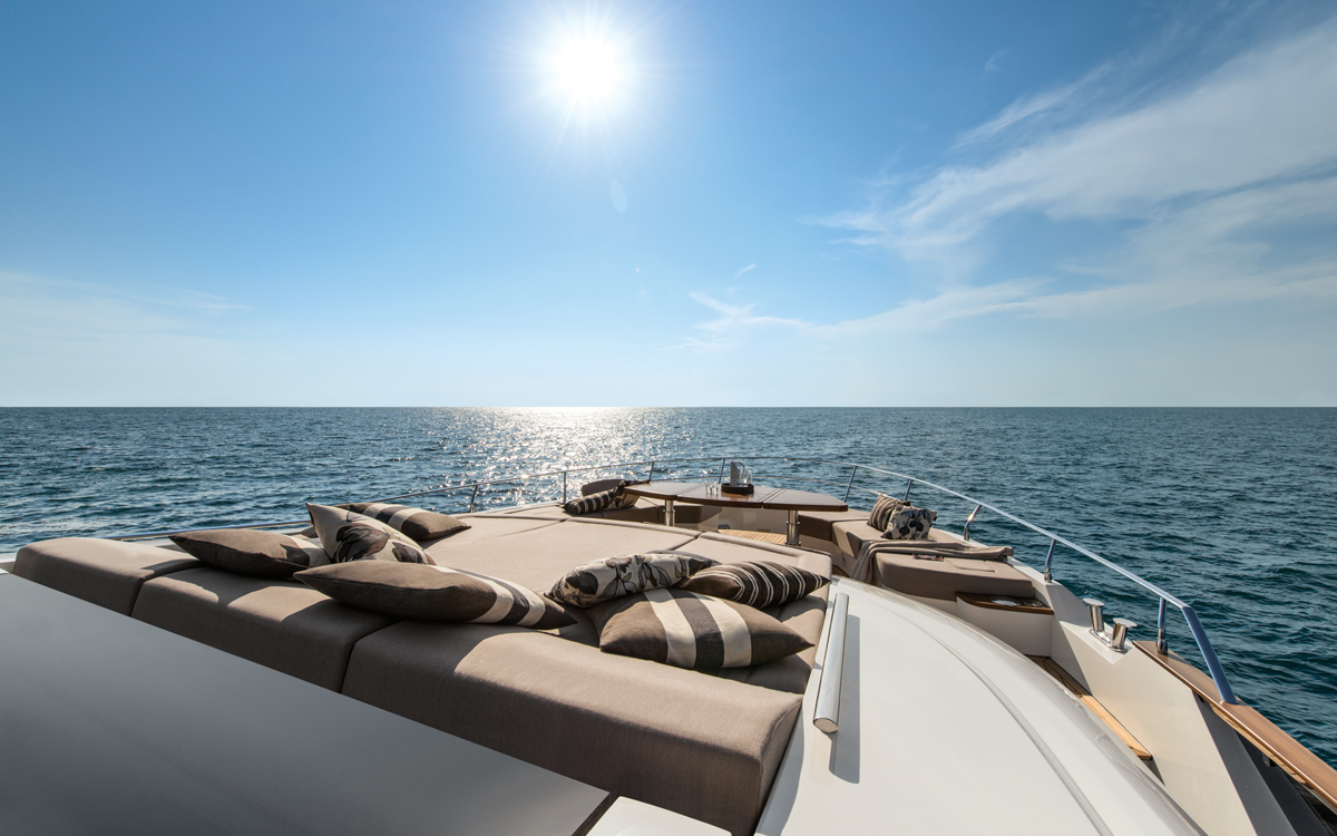 monte-carlo-yachts-mcy-96-boat-test-review-sunpads