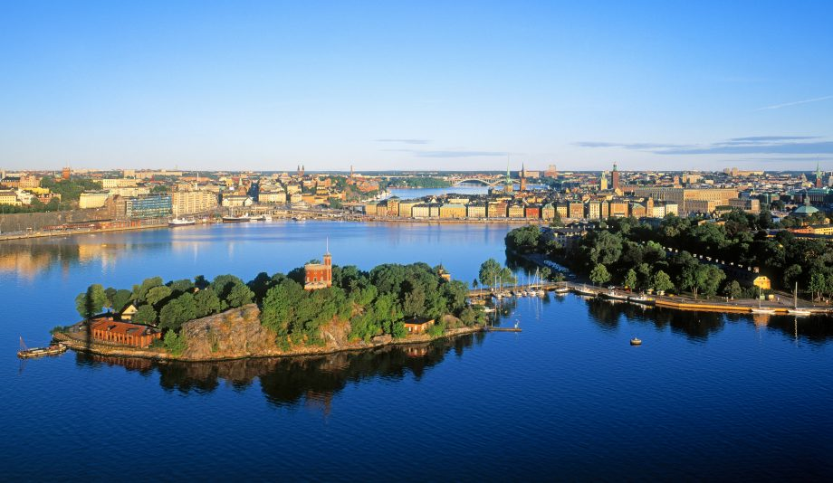 moving-your-boat-Stockholm-city-islands-credit-peter-cumberlidge