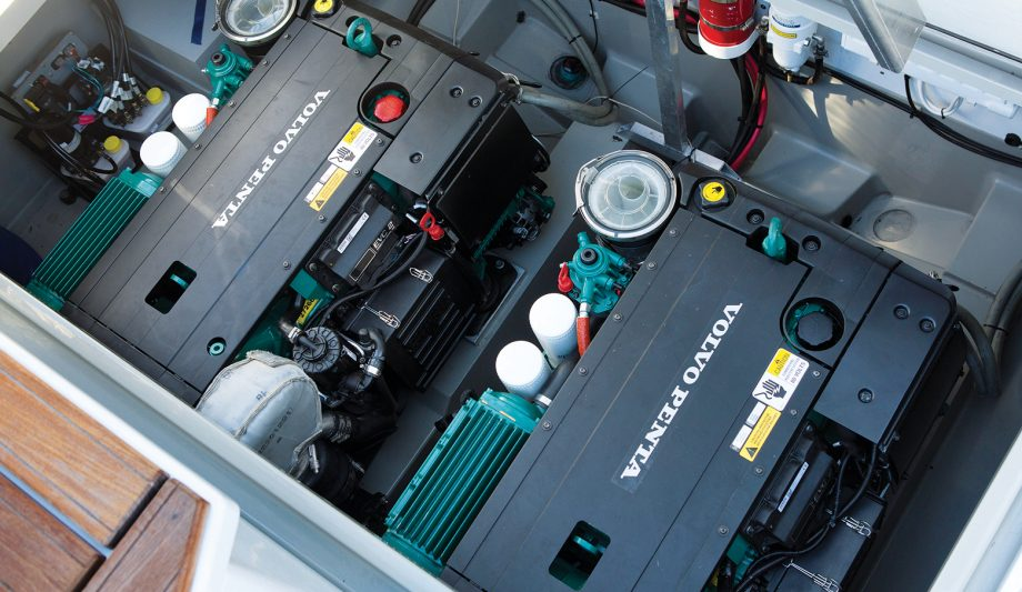 Volvo-Penta-twin-D4-320-DPI-in-Sargo-33