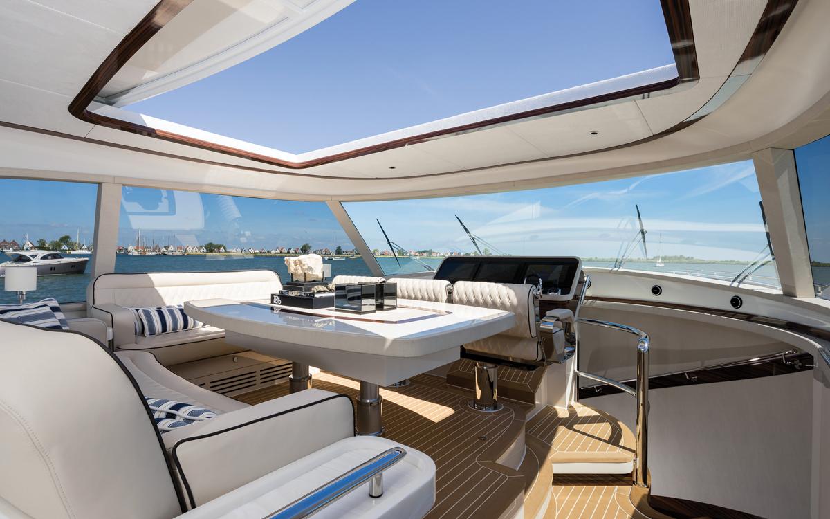 zeelander-72-yacht-test-wheelhouse-credit-jeff-brown-breed-media