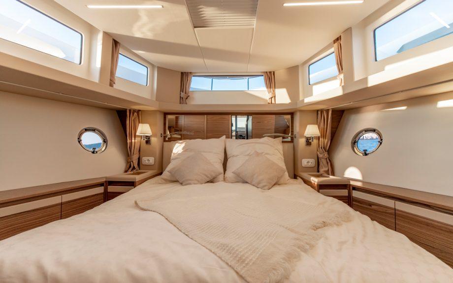 Greenline-45-Flybridge-yacht-fore-cabin