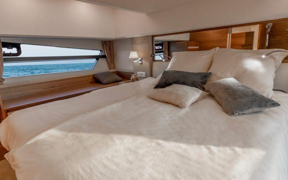 Greenline-45-Flybridge-yacht-master-cabin