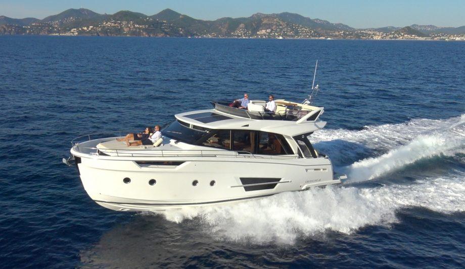 Greenline-45-Flybridge-yacht-running-shot