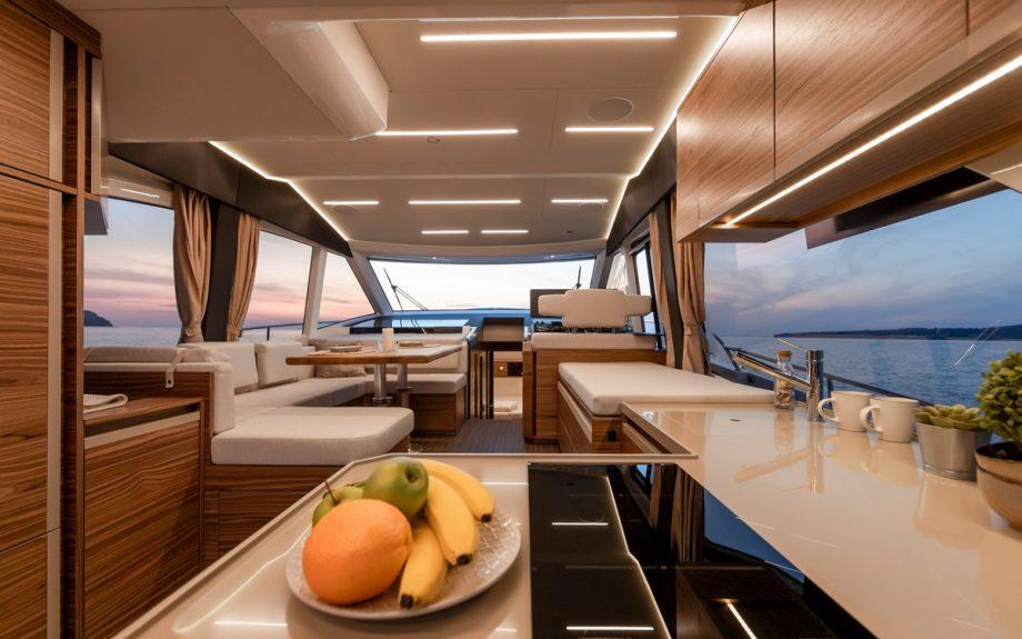 Greenline-45-Flybridge-yacht-saloon