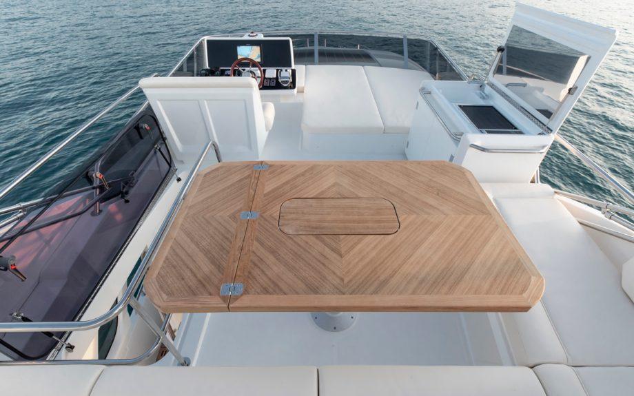 Greenline-45-Flybridge-yacht-upper-deck