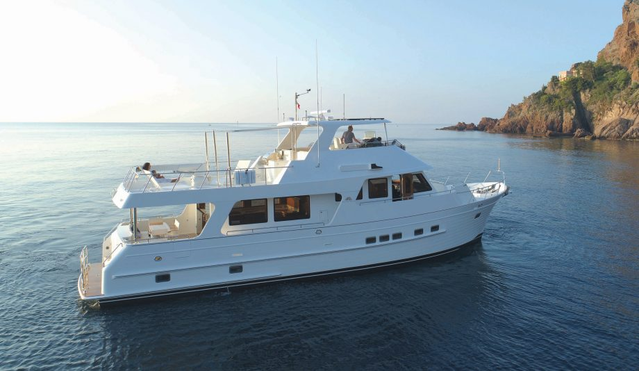 Outer-Reef-640-Azure-Classic-yacht-tour-video