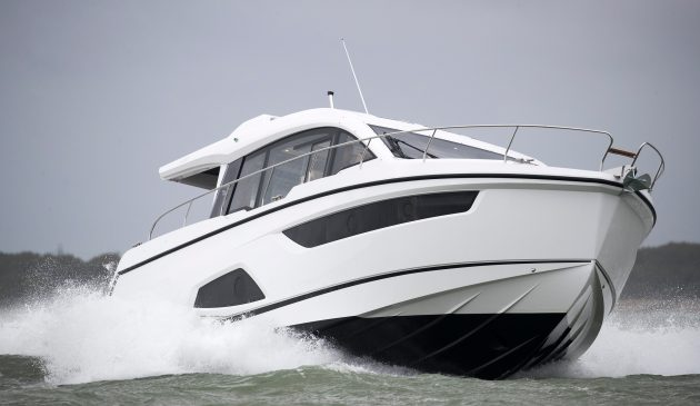 We tested the Sealine C430 in the Solent in irritable Force 3 conditions.