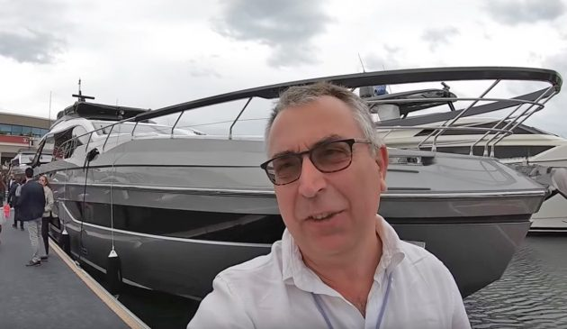 aquaholic-yacht-tour-azimut-s8-selfie