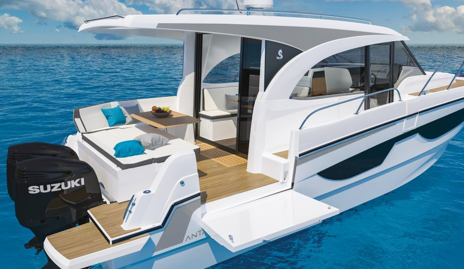 Beneteau-antares-11-balcony-boat-aft-view
