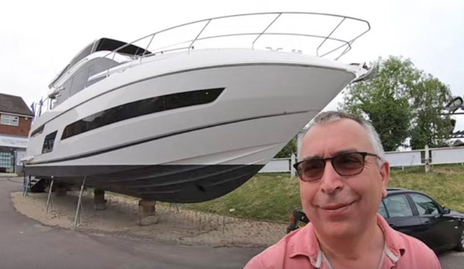 aquaholic-yacht-tour-fairline-squadron-53-selfie