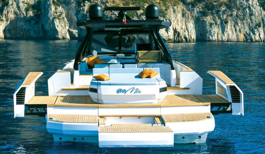 evo-r6-yacht-aft-view