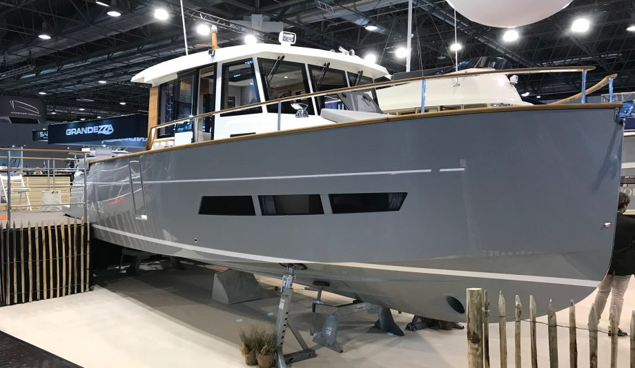 rhea-32-timonier-new-yachts-dusseldorf-boat-show-2020-video