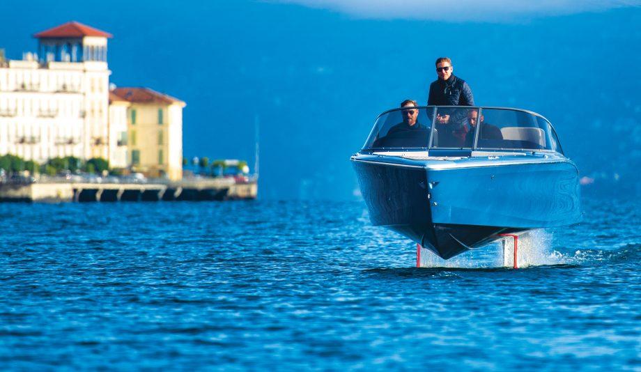 Candela-seven-electric-foiling-speedboat-video