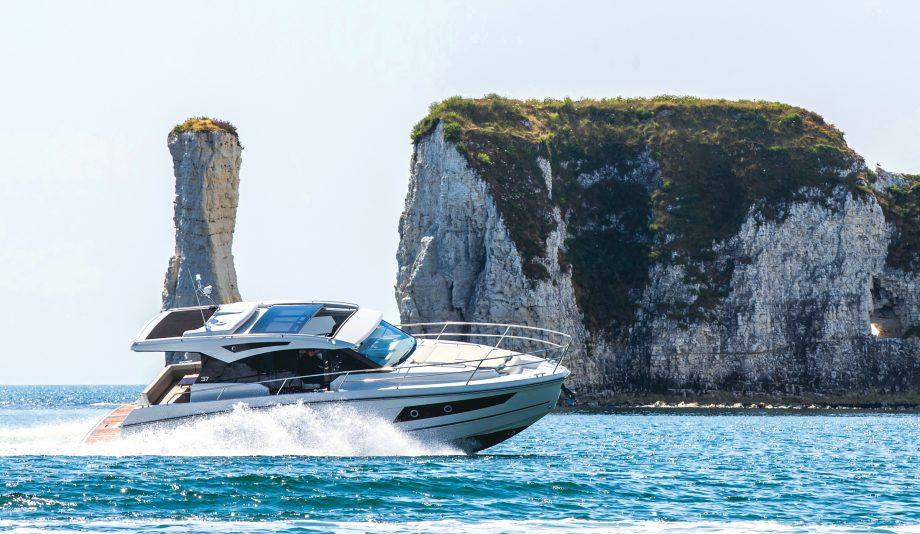grandezza-37ca-yacht-tour-test-drive-video