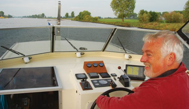 Simon gets to grips with helming his first motorcruiser. All photos: Beryl Chalmers