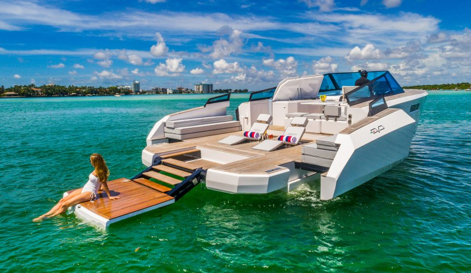 evo-yachts-r4-aft-view