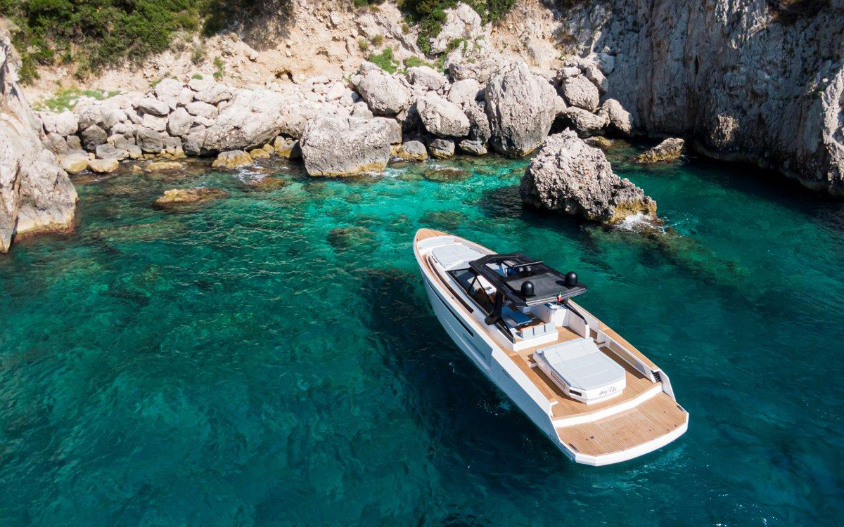evo-yachts-r6-aerial-view