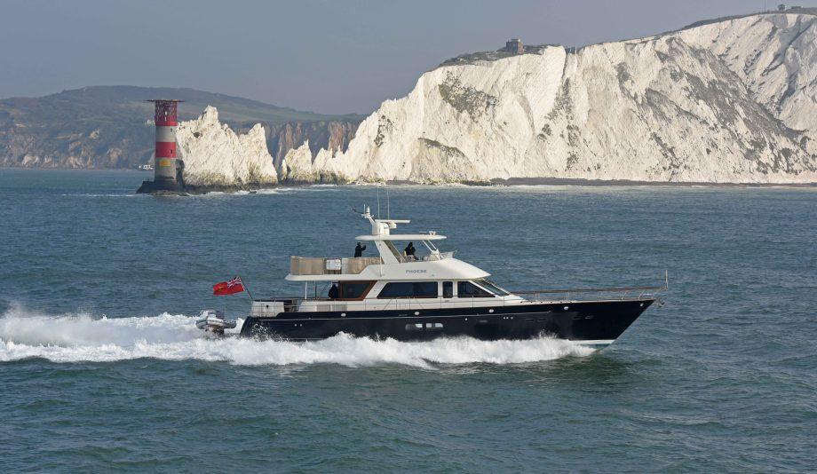 hinckley-company-hunts-yachts-ocean-76-running-shot