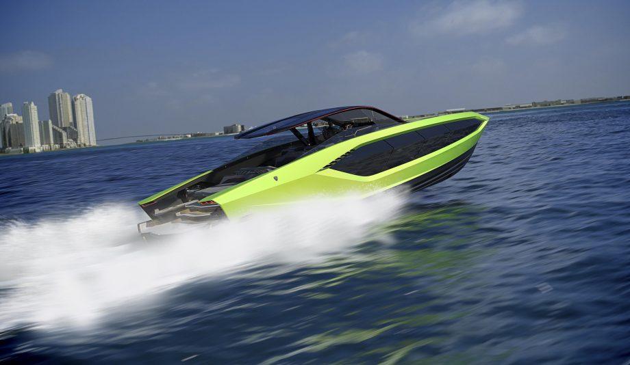 lamborghini-63-yacht-tecnomar-aft-running-shot-green