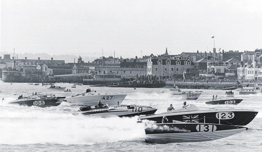 powerboat-racing-icons-cowes-torquay-race-hero