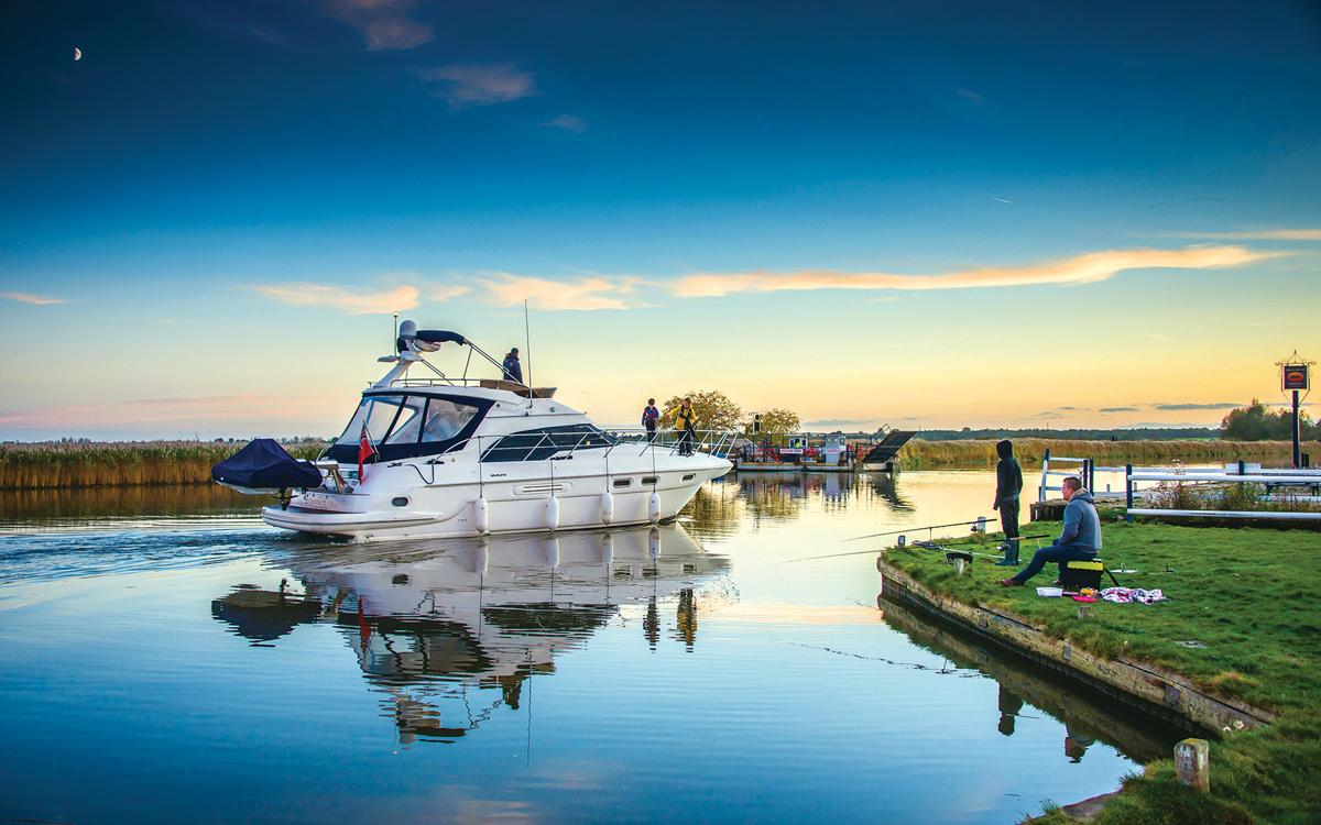 cruising-norfolk-Reedham-chain-ferry-credit-Simon-Finlay