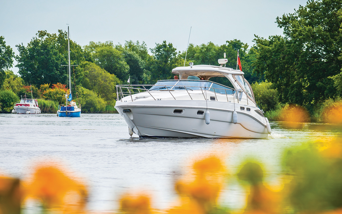 cruising-norfolk-River-Yare-Brundall-Sealine-S43credit-Simon-Finlay