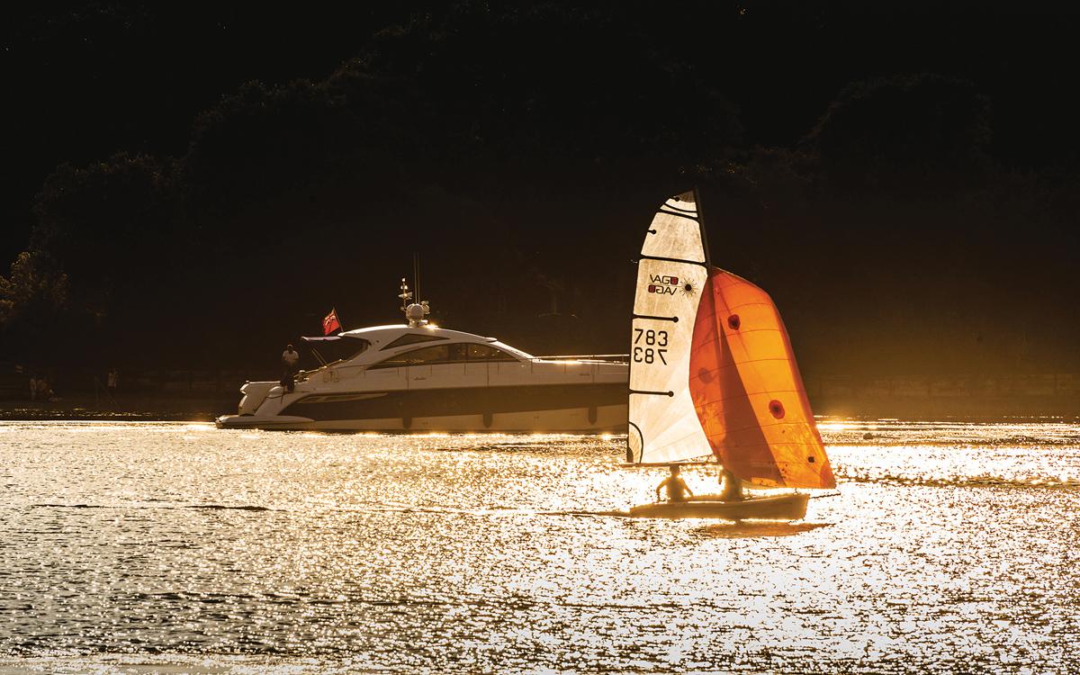 cruising-norfolk-Woodbridge-dériveur-motor-yacht-credit-Simon-Finlay