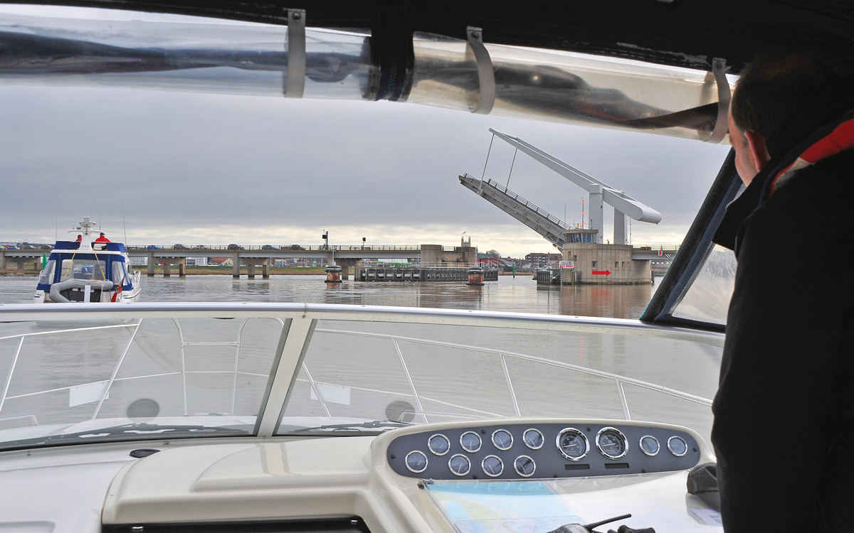 cruising-norfolk-Yarmouth-road-bridge-credit-Simon-Finlay