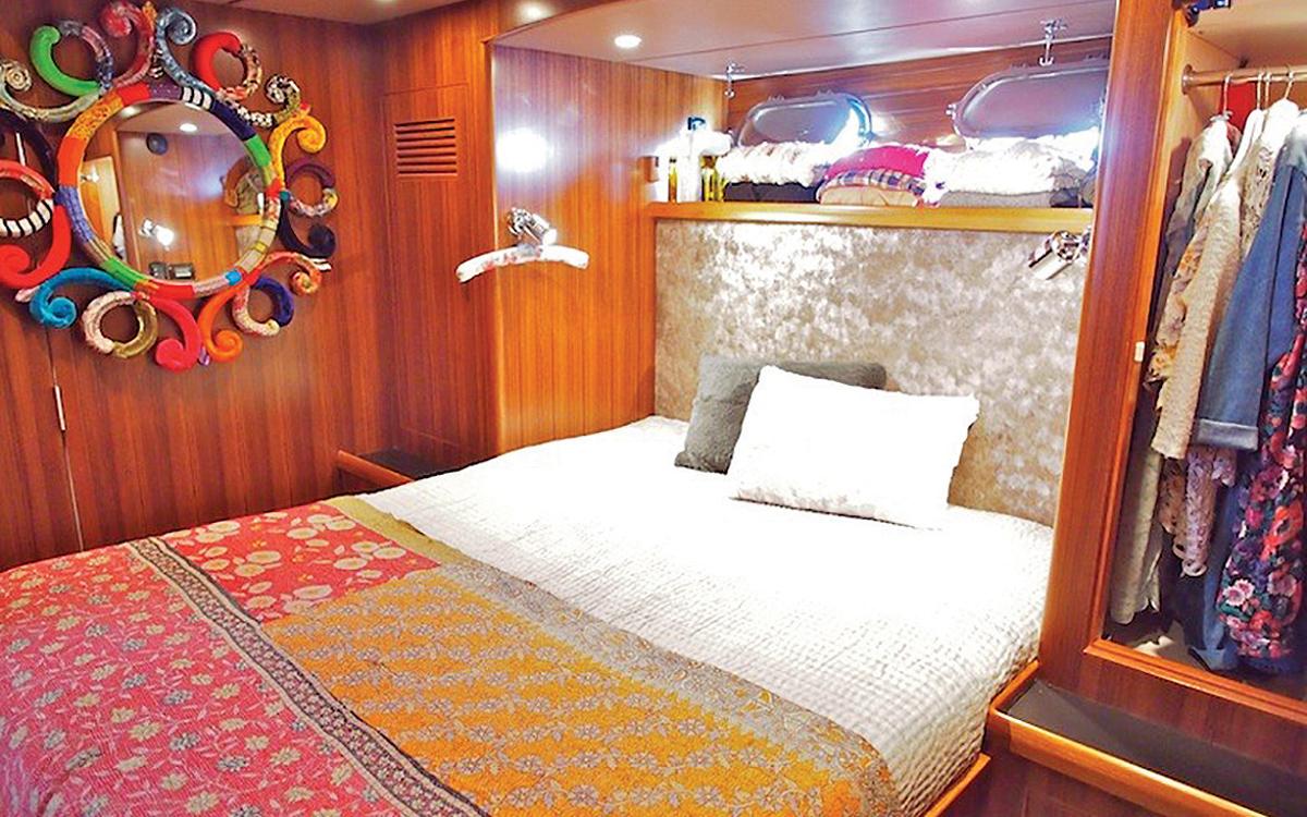 guide-acheteur-de-bateaux-d'occasion-explorateur-yachts-Nordhavn-43-interior-cabin