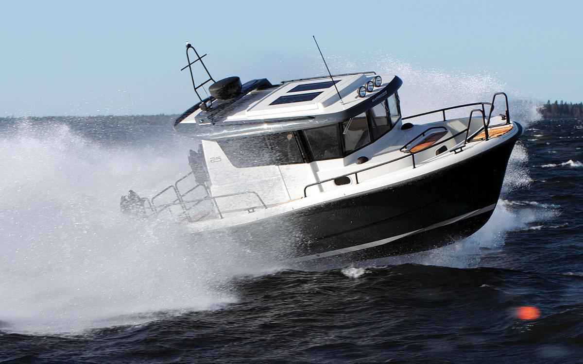 guide-acheteurs-de-bateaux-d'occasion-explorateur-yachts-Sargo-25-extérieur-running-shot