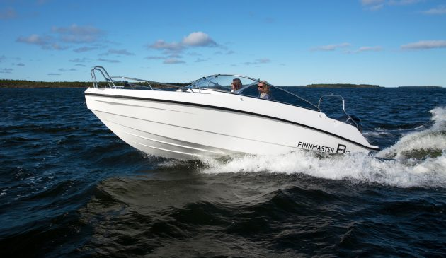 There's a variety of single outboard options but the 200hp will hit 47 knots