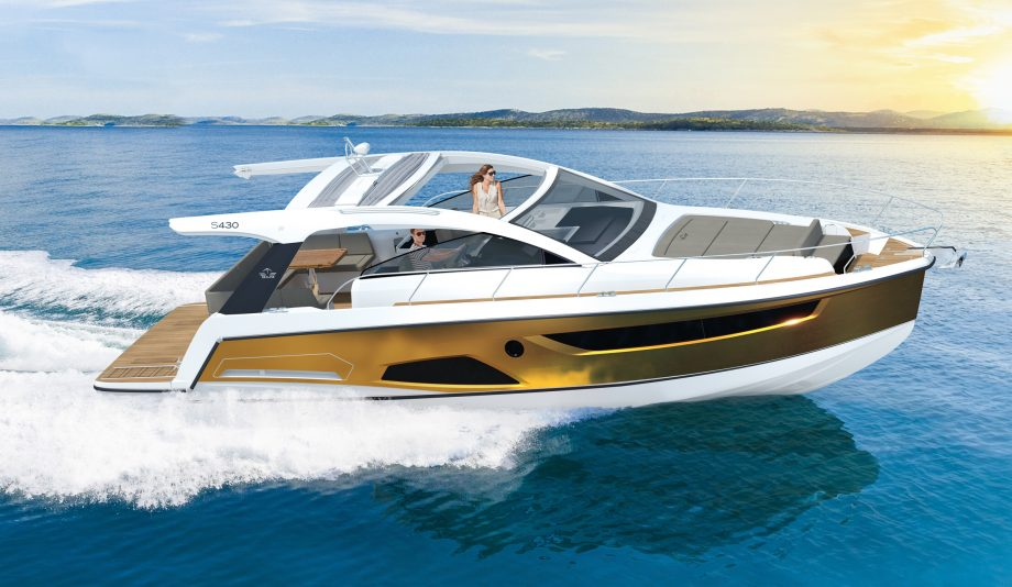 Sealine-s430-new-yachts-running-shot-hero