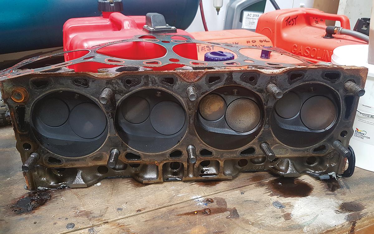 historic-raceboat-thunderstreak-refit-2018-original-Ford-V8-cylinders
