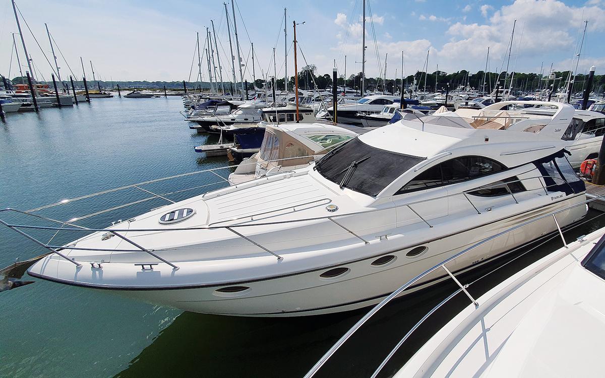 secondhand-boat-buyers-guide-best-45ft-flybridge-yachts-for-sale-Fairline-Phantom-46-exterior