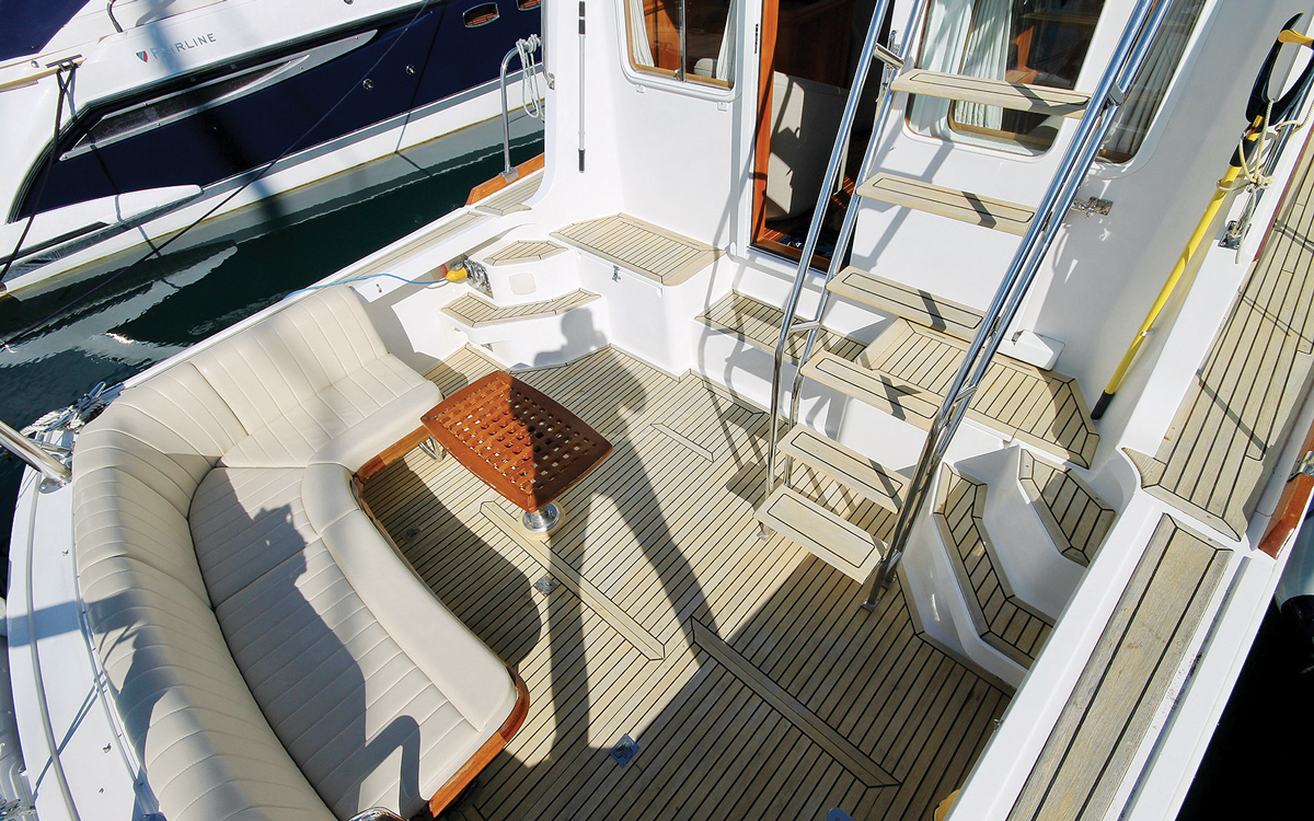 secondhand-boat-buyers-guide-best-45ft-flybridge-yachts-for-sale-Grand-Banks-43-East-Bay-exterior-cockpit